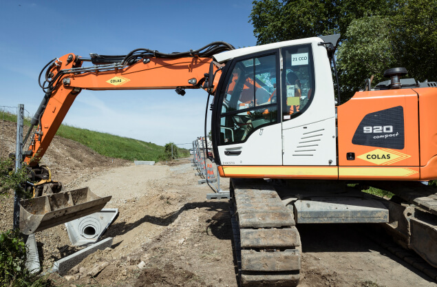 bulldozer digging